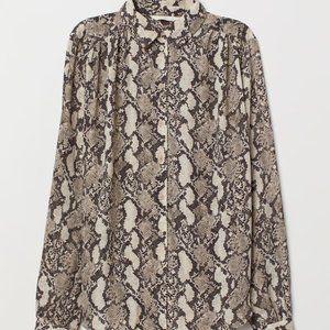 🆕H&M long sleeved blouse gray/snakeskin pattern